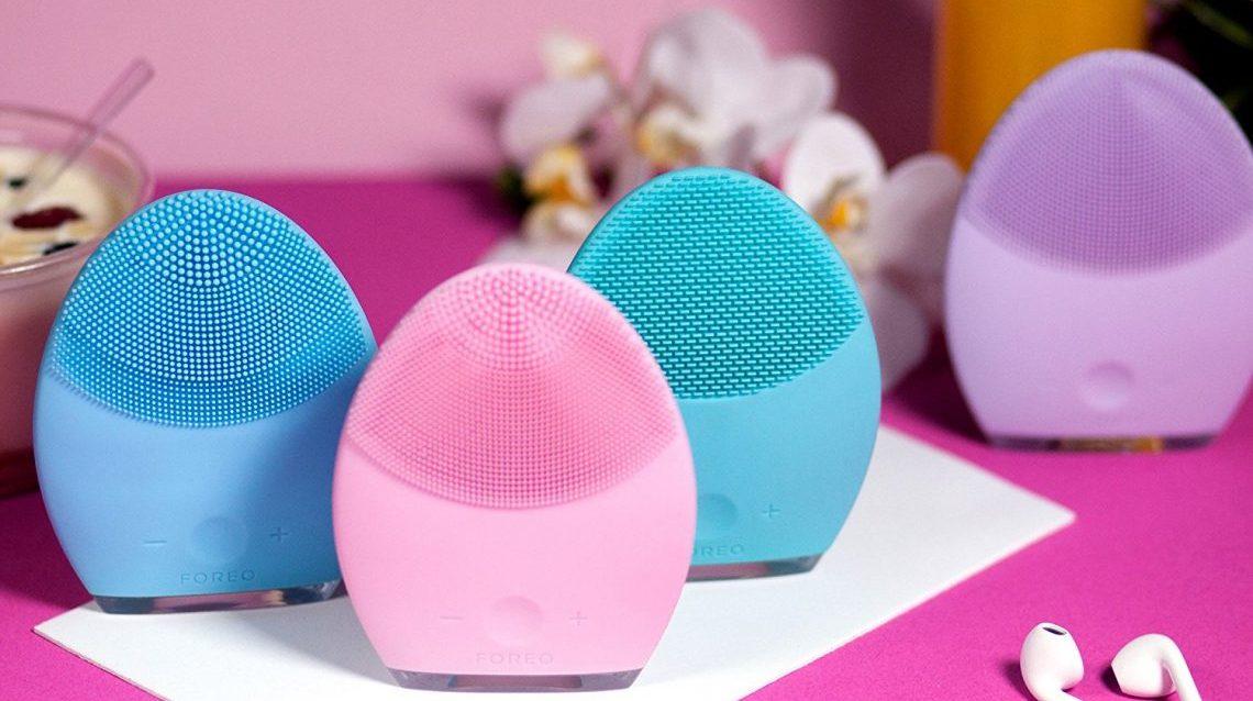La brosse nettoyante : Un outil de massage manuel du visage